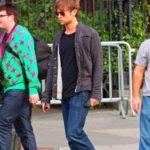 Buon abbinamento: jeans, T-shirt scura e giacca trapuntata