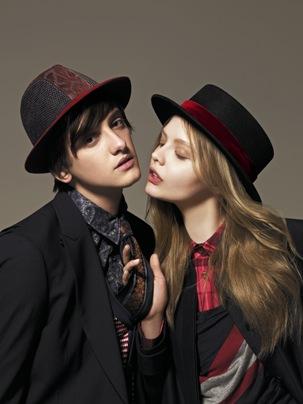È ormai chiaro che il cappello non è più l accessorio fuori moda o da usare  esclusivamente come pezzo vintage. Gli stessi giovani non disdegnano certo  di ... 7cd1c0e2ce28