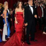 Elisabetta Canalis in R.Cavalli con pochette Ferragamo e George Clooney in Armani
