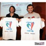 """Paolo Maldini e Bobo Vieri con le T-shirt """"I love Italia"""""""