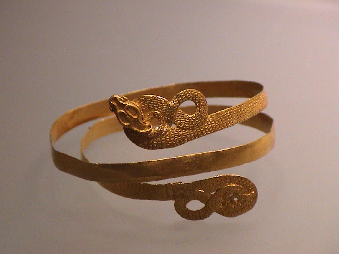 taglia 40 3e8a5 006ec IMORE - Breve storia del braccialetto