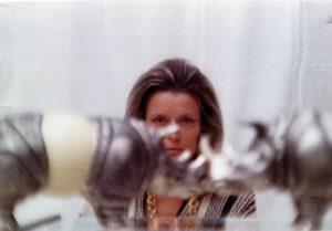 Gabriella Crespi nel 1970 tra i suoi Rinoceronti