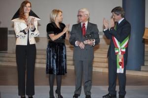 Roberto Capucci con Valerria Mangani, Silvia Venturini Fendi, Gianni Alemanno