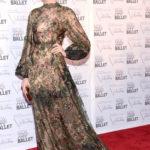 La Hathaway in Valentino Couture nel 2012