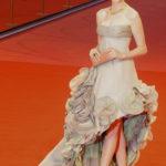 La Hathaway in Atelier Versace alla Mostra del Cinema di Venezia nel 2008
