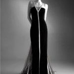 Autunno/Inverno 1992/1993 Abito da sera in velluto nero con nastri bianchi © Museo Virtuale Valentino Garavani