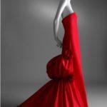 Autunno/Inverno 2002/2003 Romantico abito da sera in taffetà Rosso Valentino © Museo Virtuale Valentino Garavani