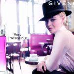 "Amanda Seyfried nella campagna pubblicitaria del profumo ""Very Irresistible"""
