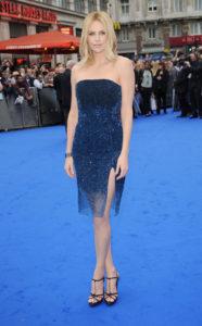 """La Theron in Dior alla premiere di """"Prometheus"""" nel 2012"""