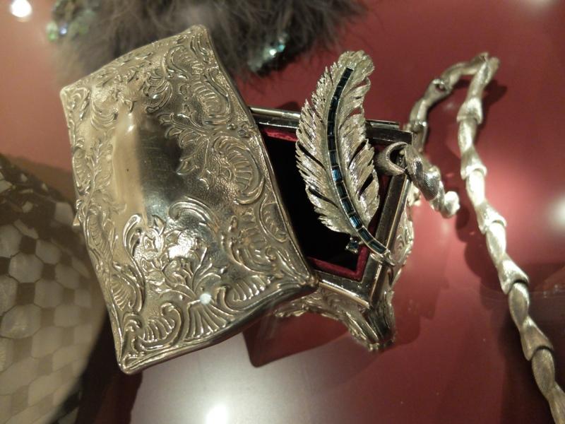 IMORE - L'accessorio femminile ai Musei Mazzucchelli
