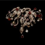 L'INNOCENTE-Brooch with Diamond and Ruby
