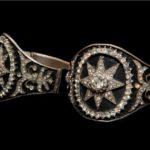 TRAVIATA-Bracelets with black enamell