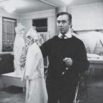 Charles James nel suo atelier