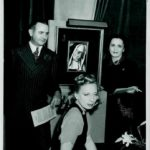 Tamara de Lempicka- scatto con l'opera La Madre Superiora