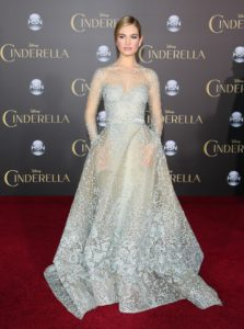 Lily James in Elie Saab Couture alla premiere di Los Angeles