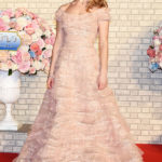 Lily James in Elie Saab Couture alla premiere di Tokyo