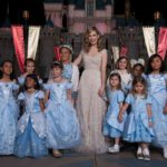Lily James in Elie Saab Couture alla premiere a Disneyland Resort
