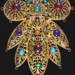 """""""Perle fra i Monti, Bijoux di Boemia"""" Museo del Bijoux-Collezione Corbella Pettorale per costume di scena anni '30 Collezione Corbella ph Giorgio Teruzzi"""