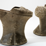"""Chopines - Mostra """"Shoes: pleasure and pain"""" V&A Museum courtesy V&A Museum"""