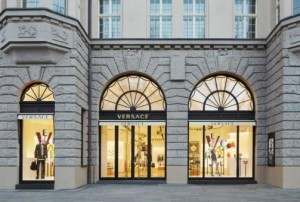 Facciata della boutique Versace a Berlino