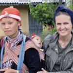 Marina Spadafora con una donna Red Hmong