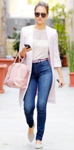 Un look da ufficio in jeans