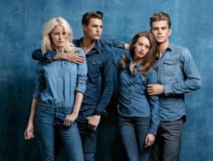 Jeans, la divisa del mondo giovanile