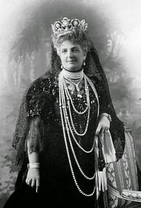 La Regina Margherita di Savoia indossa le perle