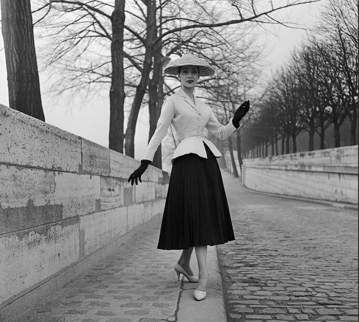 255bca7c8467a Moda anni  40. New Look-Tailleur Bar-Christian Dior