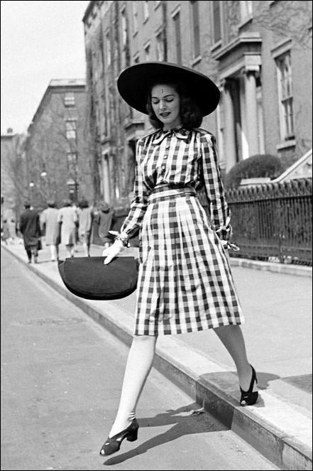 961b677a6934b IMORE - Gli anni 40   la moda razionata