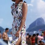 Elsa Martinelli in abito da spiaggia Pucci ph Willy Rizzo 1959