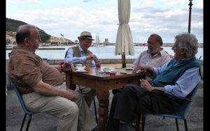 Italiani discutono bevendo caffè