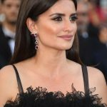 Penelope Cruz, gocce di rubini Swaroski - Photo credit © GettyImages (1)