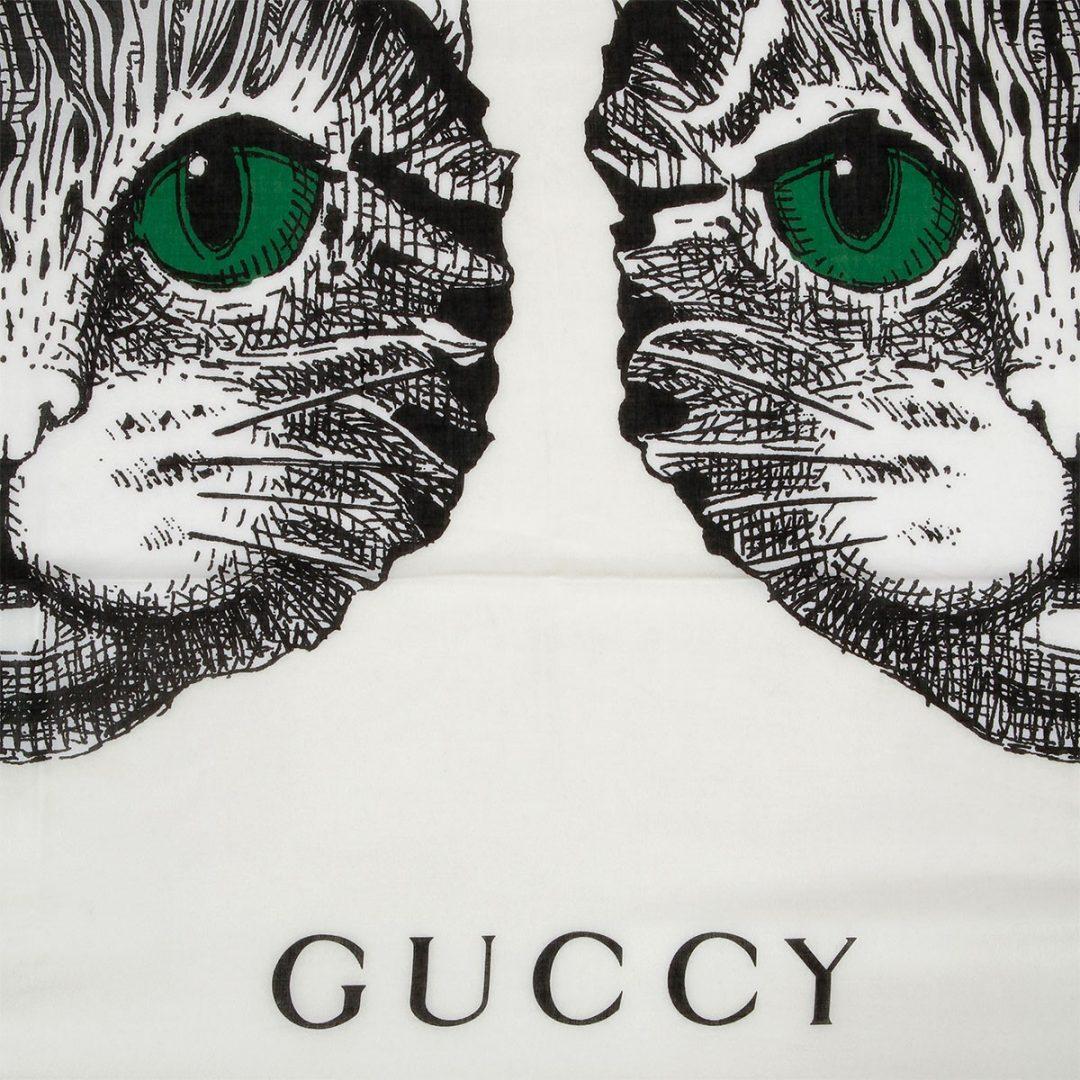 L'outfit più casual e glamour per la prossima estate è GATTO. Si chiama Gucci Mystic Cat ed è la nuova t-shirt griffata Gucci, anzi, Guccy!