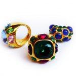 K.J.Lane-anelli con pietre policrome - strass colorati su fusione in peltro americano placcato Hamilton gold
